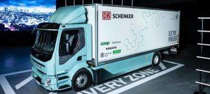 Volvo Trucks liefert Elektrofahrzeuge an Renova und DB Schenker