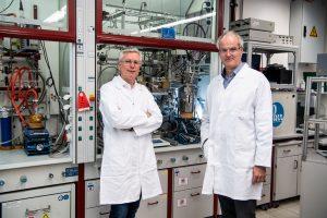 Prof. Dr. Walter Leitner (links) und Dr. Christoph Gürtler